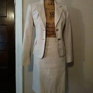 Nwot Jones of New York two-piece skirt suit size 6